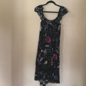 Floral cap sleeve dress.